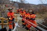 本溪支隊開展冰川懸崖救援教學訓練6.jpg